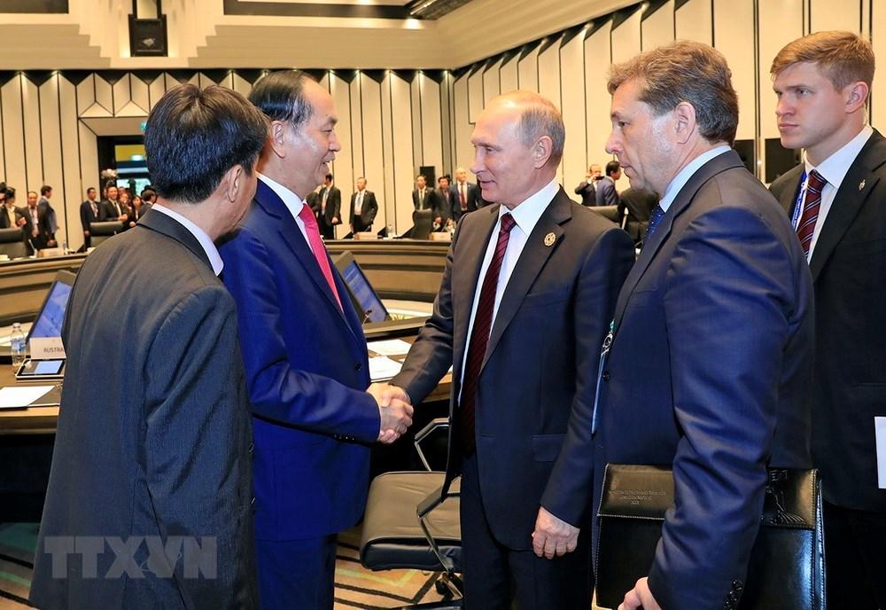 Chủ tịch nước Trần Đại Quang chia tay Tổng thống Nga Vladimir Putin.