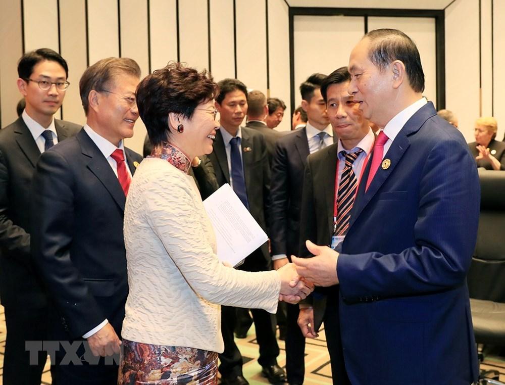 Chủ tịch nước Trần Đại Quang chia tay Trưởng đặc khu hành chính Hong Kong-Trung Quốc, bà Lâm Trịnh Nguyệt Nga.