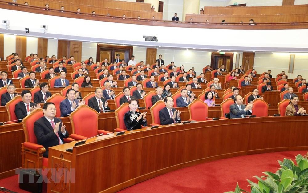 Các đồng chí lãnh đạo Đảng, Nhà nước và các đại biểu dự bế mạc Hội nghị. (Ảnh: Trí Dũng/TTXVN)
