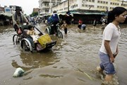 Ủy ban Mặt trận An Giang, Cần Thơ tặng quà người nghèo ở Campuchia