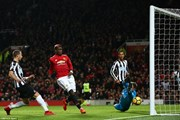 Manchester United ngược dòng thắng hủy diệt Newcastle United