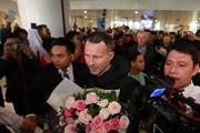 [Photo] Ryan Giggs và Paul Scholes đã đặt chân đến Hà Nội