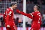 """""""Chôn vùi"""" Cologne, Bayern bất bại trên sân nhà trong năm 2017"""