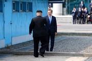 Khoảnh khắc ông Kim Jong-un bước qua đường phân định ranh giới lịch sử