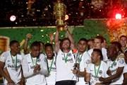 Thắng sốc Bayern, Frankfurt giành DFB Cup sau 30 năm chờ đợi