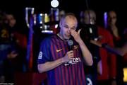 Hình ảnh đáng nhớ trong lần cuối khoác áo Barcelona của Iniesta