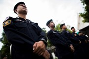 Thái Lan: Người biểu tình chuẩn bị tuần hành, cảnh sát lập hàng rào