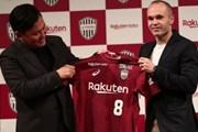 Iniesta chính thức cập bến Nhật Bản, sát cánh Lukas Podolski