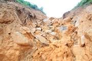 Tỉnh lộ 674 ngập trong hàng chục nghìn m3 đất, đá do sạt lở tràn xuống