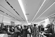 """Đột nhập """"đại bản doanh"""" khổng lồ của thương hiệu Zara ở Hà Nội"""