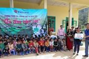 Du lịch từ thiện: Mang niềm vui ấm áp đến với các em nhỏ vùng cao