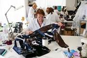 Khám phá bên trong xưởng thời trang danh tiếng thế giới ở Paris