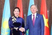Chủ tịch Quốc hội hội đàm với Chủ tịch Hạ viện Cộng hòa Kazakhstan