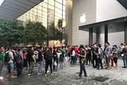 Hàng trăm người Việt Nam sang Singapore xếp hàng mua iPhone X