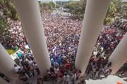 Học sinh khắp các trường ở Mỹ biểu tình phản đối bạo lực súng đạn