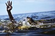 Nhóm du khách bị sóng cuốn khi đi tắm biển, 2 người chết và mất tích