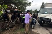 Ôtô hất tung xe máy xuống ruộng rồi đâm xe đạp, 2 người bị thương