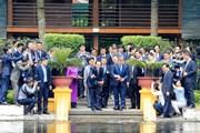 [Photo] Chủ tịch nước cùng Tổng thống Hàn Quốc thăm Nhà sàn Bác Hồ