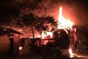 Hà Nội: Cháy lớn tại nhà xưởng chứa nhiều đồ gỗ ở phố Định Công