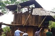 Mưa lớn kèm lốc xoáy làm hơn 50 căn nhà ở Bạc Liêu bị sập, tốc mái