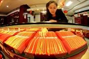 Giá vàng châu Á đi xuống sau khi vượt ngưỡng 1.300 USD mỗi ounce