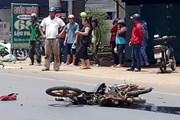 Xe máy va chạm với xe tải ngược chiều làm 2 người thương vong