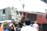 Hàng trăm công nhân, kỹ sư đường sắt khắc phục sự cố ở ga Núi Thành