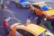 Nga: Taxi lao vào đám đông dự World Cup, 8 người bị thương