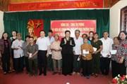 Bà Tòng Thị Phóng thăm, tặng quà người có công tại Nghệ An