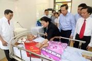 [Photo] Chủ tịch Quốc hội thăm thương bệnh binh tỉnh Hà Nam