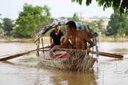 Ngôi làng ở Hà Nội vẫn bị cô lập với bên ngoài vì nước ngập