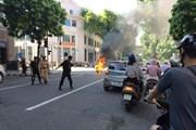 Hà Nội: Xe tay ga bốc cháy dữ dội ngay giữa ngã tư Tràng Tiền