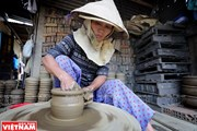 Cách thức sản xuất thủ công, gần như độc nhất của làng gốm Thanh Hà