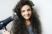 Chiêu sấy tóc thần thánh dành cho những mái tóc mỏng, xoăn tự nhiên