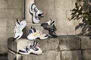 """Đôi giày """"xuyên không"""" của Louis Vuitton chinh phục trai xinh, gái đẹp"""