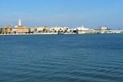 """Tận hưởng biển xanh biếc, nắng vàng ươm tại """"gót giày"""" của Italy"""