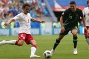 Australia mặc quần áo sân khách hỗ trợ cho cầu thủ Đan mạch bị mù màu