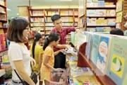 [Video] Phụ huynh, học sinh chật vật chạy khắp nơi mua sách đầu cấp