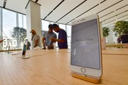 iPhone 8 bán chậm, Apple có tuần mở bán kém nhất kể từ năm 2013