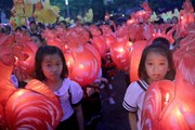 Hàng nghìn người dự lễ hội rước đèn Trung Thu lớn nhất Việt Nam