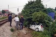 Tàu hỏa đâm trực diện xe ôtô tại Nam Định, một người nguy kịch