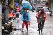 Mưa bao trùm trên cả nước, đề phòng lốc xoáy tại Nam Biển Đông