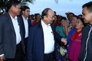 Thủ tướng thăm, tặng quà người dân bị thiệt hại do thiên tai ở Tuy Hòa