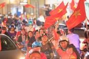 Hàng vạn người xuống đường ăn mừng chiến thắng của U23 Việt Nam