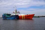 Cứu nạn thành công 10 ngư dân tàu cá bị hỏng máy trên biển