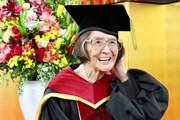 Cụ bà 88 tuổi ở Nhật Bản được nhận bằng tiến sỹ