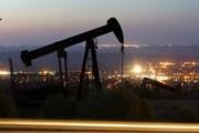 """Giá dầu thế giới lập """"đỉnh,"""" chạm mức cao chưa từng thấy từ cuối 2014"""