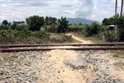 Đi xe máy băng ngang đường sắt bị tàu hỏa đâm văng tử vong tại chỗ