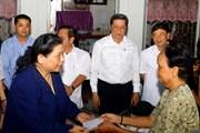 Phó Chủ tịch Quốc hội Tòng Thị Phóng khảo sát vùng sạt lở ở Ô Môn