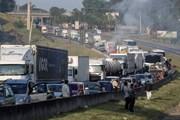 Kinh tế Brazil tê liệt vì lái xe tải đình công phản đối tăng giá xăng